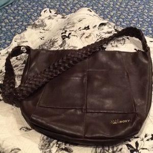 Roxy Crossbody Bag l Faux brown leather.